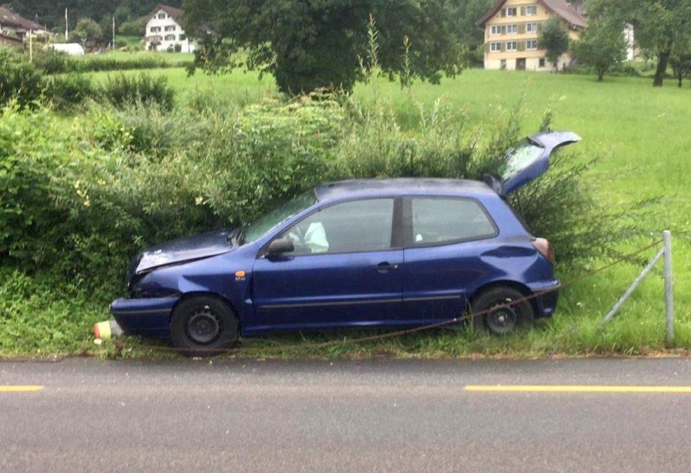 Lenkerin verliert in Bilten Herrschaft über ihr Fahrzeug