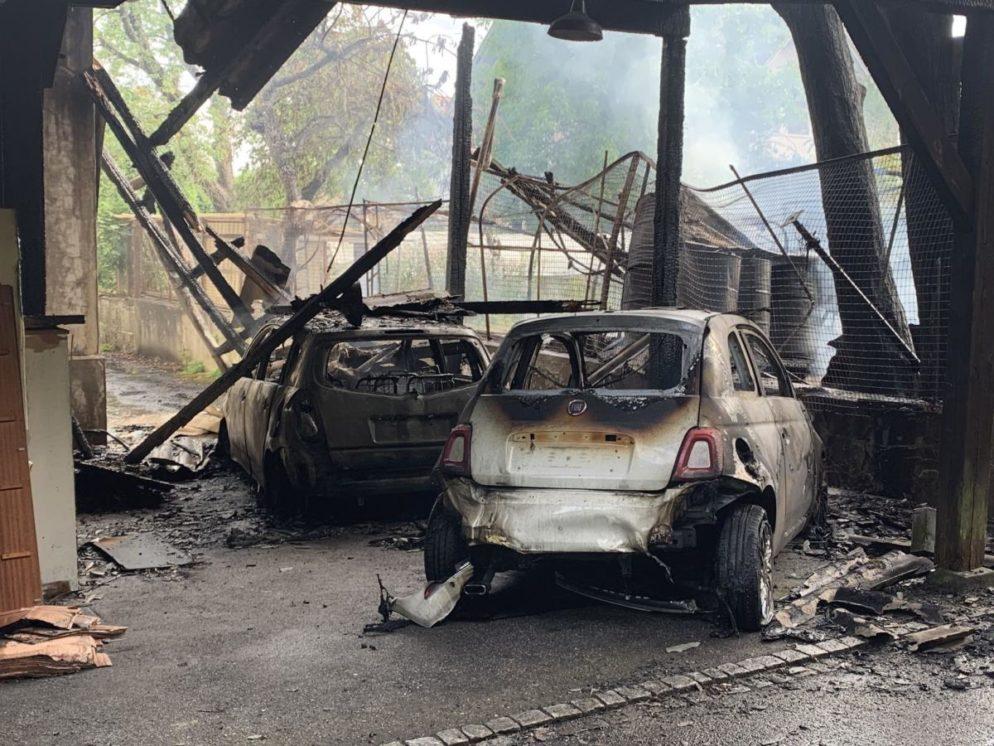 Brand von Gebäudeanbau und zwei Autos in Solothurn