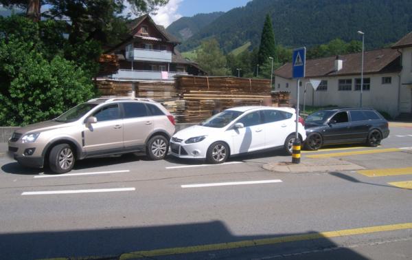 Auffahrunfall zwischen drei Autos in Altdorf UR