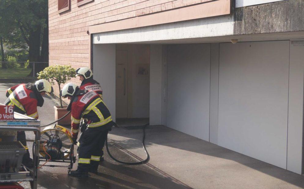Cham ZG - Kellerbrand fordert Feuerwehr
