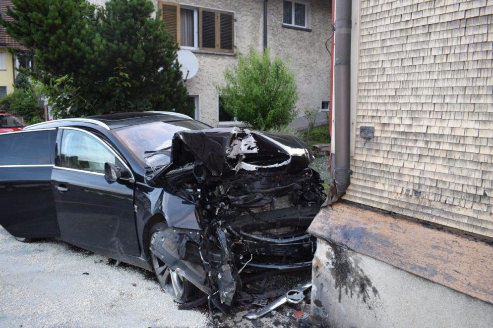 Herisau AR - Alkoholisierter Fahrer (22) baut Selbstunfall