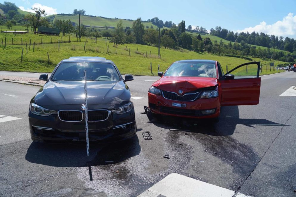 Zwei Personen nach Verkehrsunfall in Menzingen verletzt