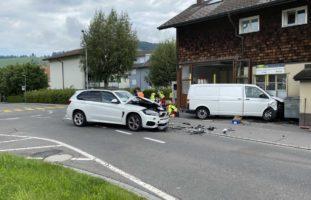 Unterägeri ZG - Transporter übersieht Lenkerin (31)