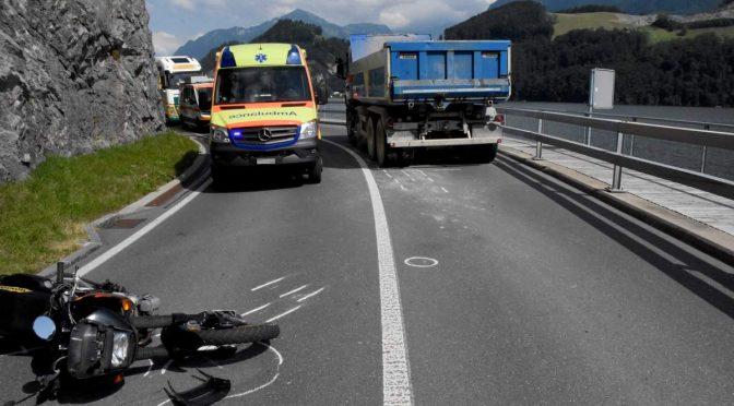 Stansstad NW - Motorradlenker bei Verkehrsunfall mit Lkw verletzt
