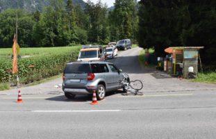 Ennetmoos NW - Velofahrer bei Verkehrsunfall schwer verletzt