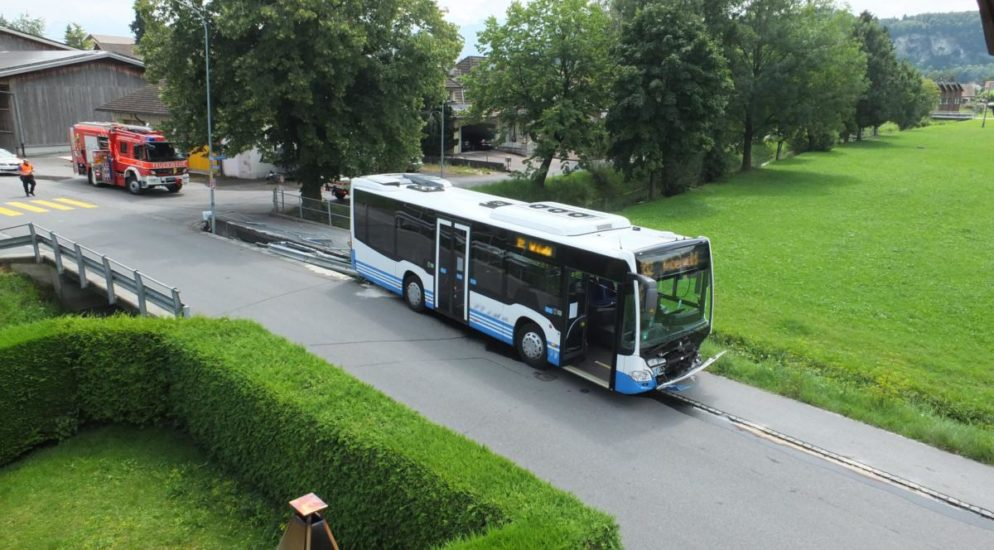Oberriet SG - 150`000 Franken Sachschaden bei Unfall von Linienbus