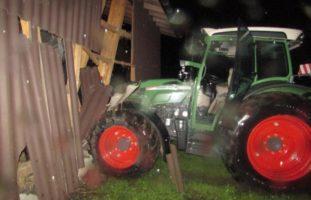 16-Jähriger in Matt GL mit Traktor verunfallt