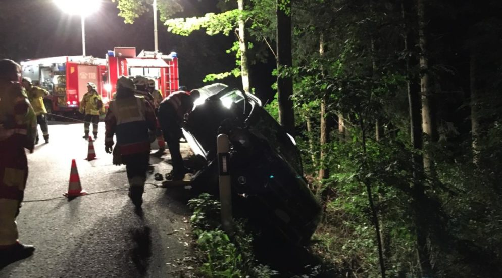 Bei Unfall in Mollis von der Strasse abgekommen