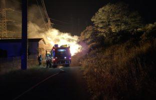 Holzstapel im Gebiet Lachmatt in Pratteln in Brand geraten