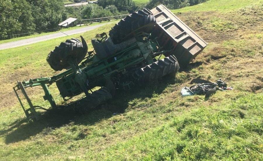 Traktor-Unfall Engi GL - Fahrer (26) rutscht 25 m talwärts