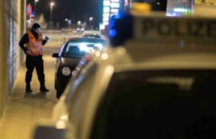 Lenker in Risch Rotkreuz ZG mit gefälschten Kontrollschildern unterwegs