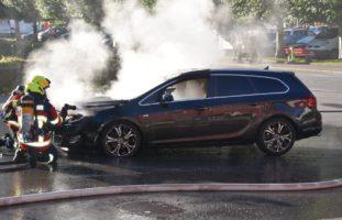 Totalschaden nach Autobrand in Emmetten NW