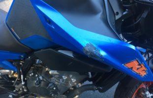 Obstalden GL - Motorradfahrerin verunfallt in enger Linkskurve