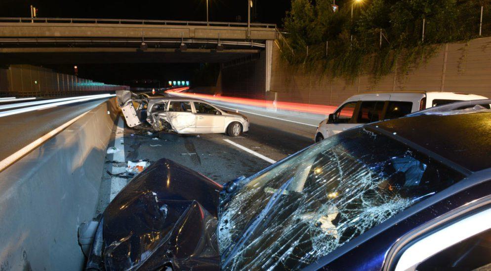 A2, Luzern: Unfall zwischen vier Autos fordert fünf Verletzte