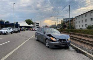 Zwei Verletzte bei Unfall zwischen vier Fahrzeugen in Muttenz BL