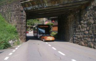 Unfall Erstfeld UR - Auto und Bus frontal zusammengeprallt