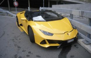 Göschenen UR - 300'000 Franken Sachschaden nach Lamborghini-Unfall