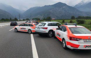 Verhaftung zweier Autodiebe (19, 21) auf A9 bei Martinach VS