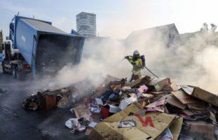 Zug: Container bei Entsorgungsstation in Brand geraten