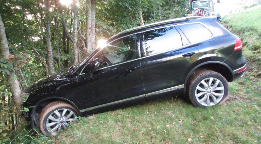 Unfall Obstalden GL: Autolenkerin rutschte den Hang hinunter