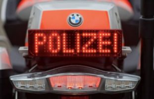 A8 Brünig / Lopper OW - Motorradfahrer rast und überholt trotz Gegenverkehr