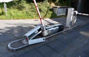 Chur GR - Traktor kracht bei Unfall in Schrankenanlage