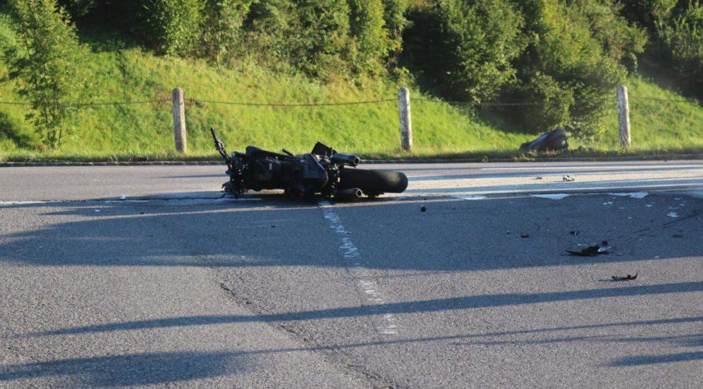 Unterschlatt: Motorradlenker nach Kollision ins Spital geflogen