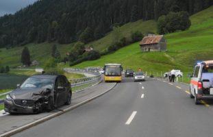 Heftiger Verkehrsunfall in Gross SZ fordert Verletzte
