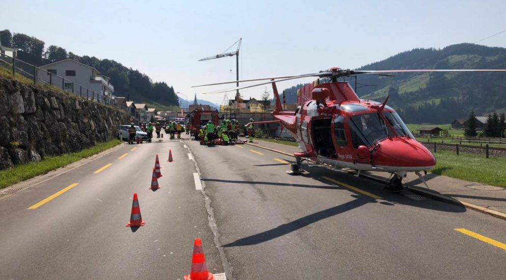 Lebensbedrohlich verletzte Frau bei Frontalunfall in Rothenthurm SZ