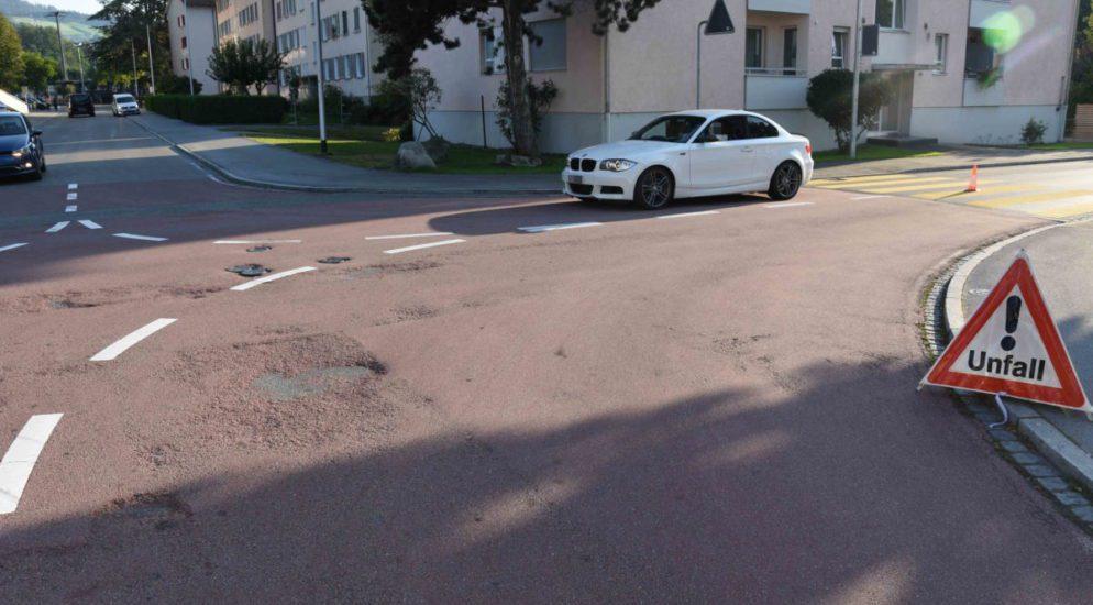 Unfall zwischen Auto und Fussgängerin in Gossau