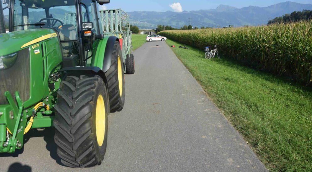 Schmerikon SG: Schwerer Verkehrsunfall zwischen Traktor und E-Bikefahrer