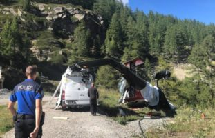 Zermatt VS - Helikopter verunfallt bei Landeanflug