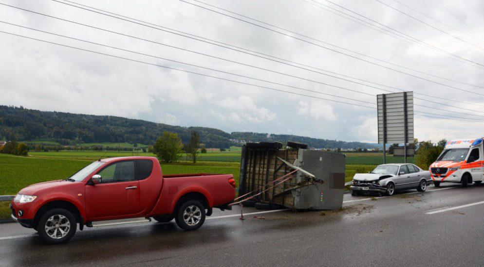 Unfall Hüttlingen TG - Autofahrer (27) prallt auf A7 in Anhänger