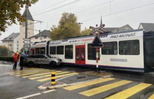 Bremgarten: Crash zwischen Land Rover und Bahn