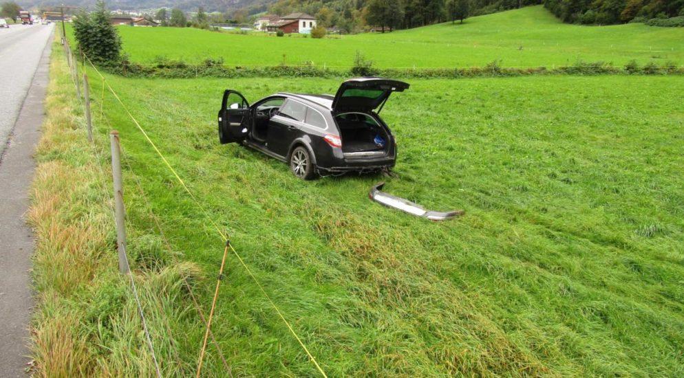 Autolenker verliert in Näfels Kontrolle über sein Fahrzeug
