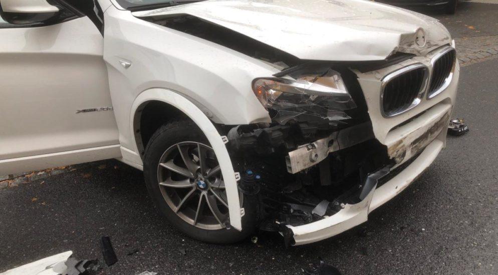 Crash zwischen zwei PW in Niederurnen