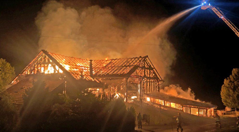 Romont: Bauernhauses in Flammen