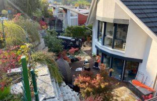 Pratteln: Auto macht sich selbständig und landet im Garten
