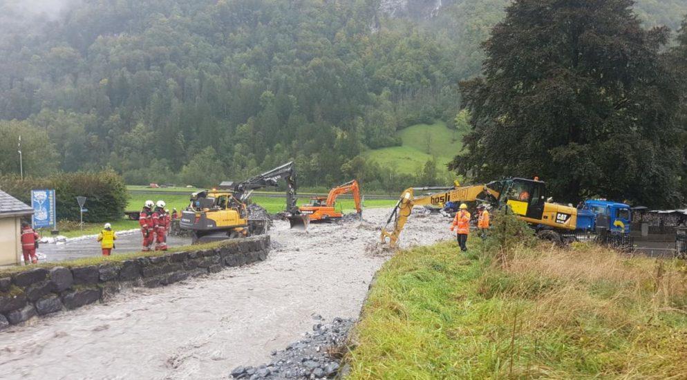 Unwetterchaos in Diesbach, Glarus Süd - 13 Personen evakuiert