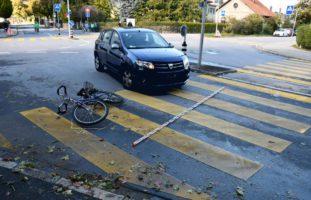 Velofahrerin nach Unfall mit Auto verletzt
