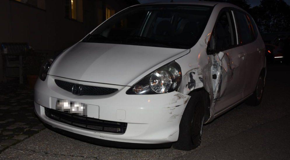 Crash zwischen Auto und Lastwagen in Gossau