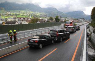 A4 Seewen SZ - Junglenkerin (19) verursacht zwei Auffahrunfälle mit vier Verletzten