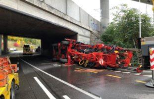 Worblaufen: Schwertransporter mit Grossbohrmaschine prallt in Brücke