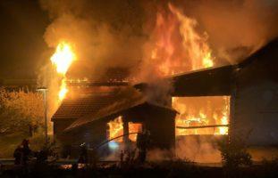 Neirivue FR - Schreinerei und Wohnungen in Brand geraten