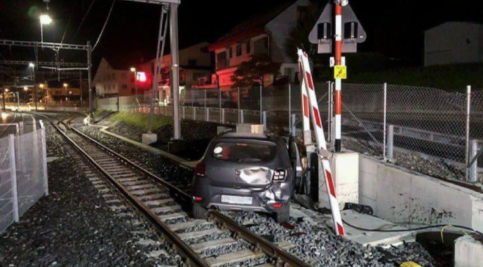 Châtel-St-Denis FR: Fahrschüler landet nach Flucht vor Polizei auf Bahngeleisen