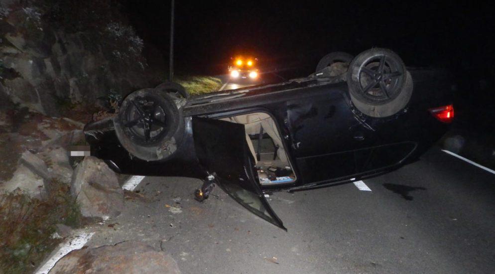 Mettlen TG: Alkoholisiert Unfall gebaut und auf dem Dach gelandet