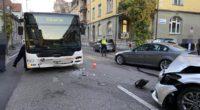 Baden: 91-Jähriger Autofahrer kracht in Linienbus