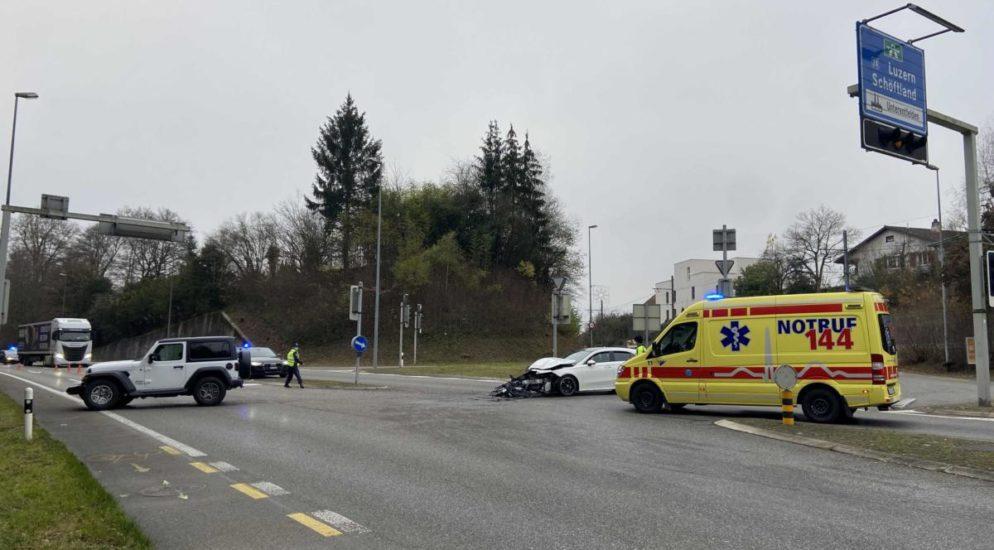 Aarau - Heftiger Unfall wegen Rotlichtmissachtung