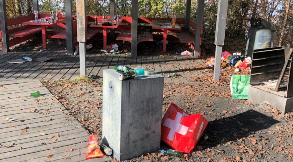 Grillstelle beim Chlingewächteracker in Stein am Rhein vermüllt hinterlassen