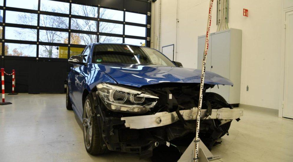 Autolenker (22) bei Verkehrsunfall auf A22 in Füllinsdorf ins Schleudern geraten